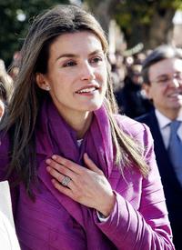 celebrity-paradise.com-The_Elder-Princess_Letizia_2009-11-03_-__Visits_Zamora_in_Spanien_592.jpg