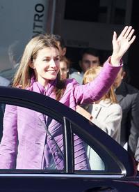 celebrity-paradise.com-The_Elder-Princess_Letizia_2009-11-03_-__Visits_Zamora_in_Spanien_6114.jpg