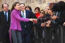 celebrity-paradise.com-The_Elder-Princess_Letizia_2009-11-03_-__Visits_Zamora_in_Spanien_6275.jpg