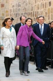 celebrity-paradise.com-The_Elder-Princess_Letizia_2009-11-03_-__Visits_Zamora_in_Spanien_6300.jpg