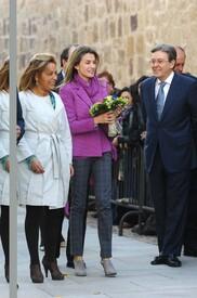 celebrity-paradise.com-The_Elder-Princess_Letizia_2009-11-03_-__Visits_Zamora_in_Spanien_7427.jpg