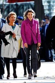 celebrity-paradise.com-The_Elder-Princess_Letizia_2009-11-03_-__Visits_Zamora_in_Spanien_8122.jpg