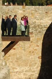 celebrity-paradise.com-The_Elder-Princess_Letizia_2009-11-03_-__Visits_Zamora_in_Spanien_9449.jpg