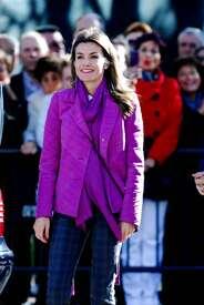 celebrity-paradise.com-The_Elder-Princess_Letizia_2009-11-03_-__Visits_Zamora_in_Spanien_9492.jpg