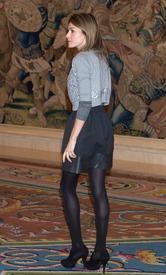 celebrity-paradise.com-The_Elder-Princess_Letizia_2009-12-22_-_Attends_Several_Audiences_in_Madrid_0125.jpg