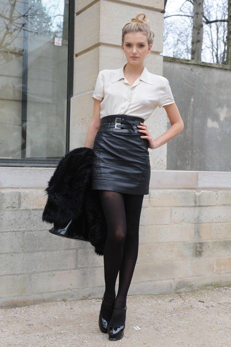 Фото в кожаных юбках девушки 2 фотография