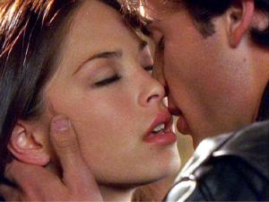 clark_and_lana_kiss_wallpaper___1024x768.jpg