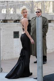 10Amber_Heard_Black_Dress_Metropolitan_Opera_New_York_City_03262012_4.jpg