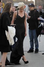4Amber_Heard_Black_Dress_Metropolitan_Opera_New_York_City_03262012_4.jpg