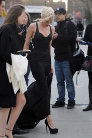 7Amber_Heard_Black_Dress_Metropolitan_Opera_New_York_City_03262012_4.jpg