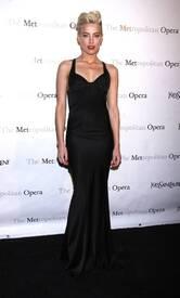 9Amber_Heard_Black_Dress_Metropolitan_Opera_New_York_City_03262012_4.jpg