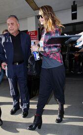 CU-Jessica Alba at the LAX-03.jpg