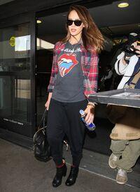 CU-Jessica Alba at the LAX-06.jpg