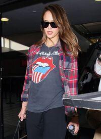 CU-Jessica Alba at the LAX-09.jpg
