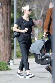 Scarlett-Johansson-out-in-LA--18.jpg