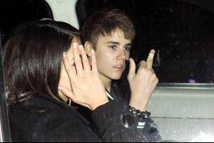 justin-bieber-selena-gomez-birthday-party-03022011-14_large.jpg