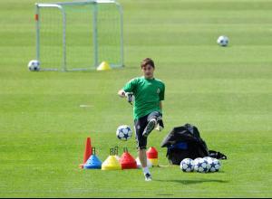 Iker Casillas Real Madrid Press Conference SM8-n9SPYvql.jpg