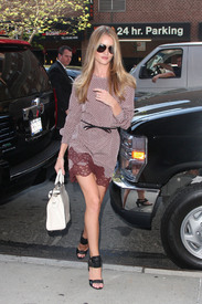 Rosie_Huntington_Whiteley__7_.jpg