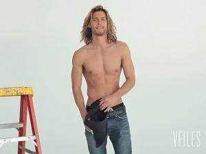 shirtless-male-model-josh-upshaw-hollister-casting.jpg