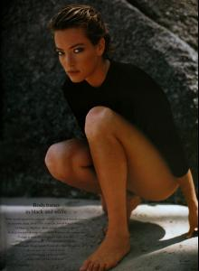 Patitz_VOGUE_UK_Jul89_black_bare_beautiful_bySanteD__orazio_tfs__scan_mojopin4.jpg