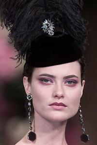 shalom_Yves_Saint_Laurent_Fall_2001_Haute_Couture8.jpg