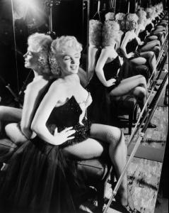 Marilyn_Monroe_at_the_circus_benefiting_the_Arthritis_and_Rheumatism_Foundation_in_Madison_Square_Garden_3_31_55.jpg