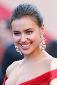 13 IrinaShayk premiere CannesFF 22052012.jpg