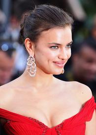 16 IrinaShayk premiere CannesFF 22052012.jpg
