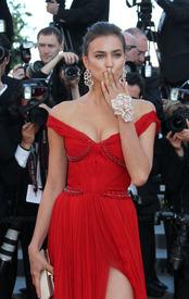27 IrinaShayk premiere CannesFF 22052012.jpg