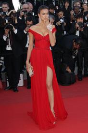 28 IrinaShayk premiere CannesFF 22052012.jpg