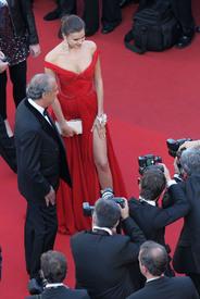40 IrinaShayk premiere CannesFF 22052012.jpg