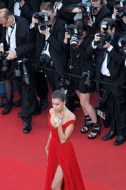 41 IrinaShayk premiere CannesFF 22052012.jpg