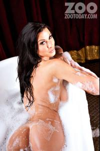 0429130817519_15_alice-goodwin-topless-naked-bath-shoot-pictures-gallery-video-photos5258.jpg