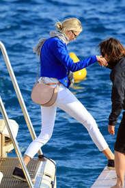 Karolina-Kurkova-out-in-Cannes--02.jpg