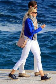 Karolina-Kurkova-out-in-Cannes--03.jpg