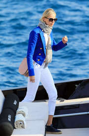 Karolina-Kurkova-out-in-Cannes--07.jpg