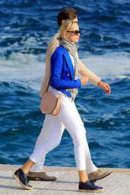 Karolina-Kurkova-out-in-Cannes--10.jpg