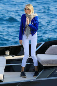 Karolina-Kurkova-out-in-Cannes--12.jpg
