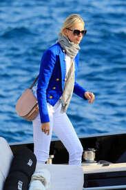 Karolina-Kurkova-out-in-Cannes--13.jpg