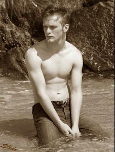 peabo_shirtless.jpg