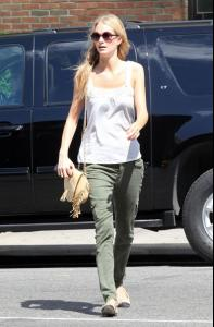 Off+duty+model+Poppy+Delevingne+seen+looking+YaZFF2kfnk2l.jpg