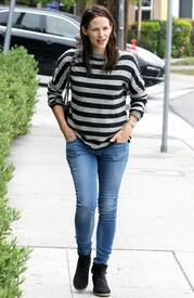 June82013-006 Jen heads to a lunch date at Tavern Restaurant in Brentwood - June 8 2013.jpg