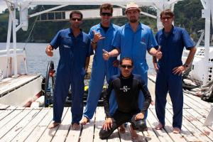 leonardo-dicaprio-with-the-owners-and-crew-of-the-deepsee-submersible-shmulik-eli-avi-and-moa-o.-undersea-hunter-group.jpg
