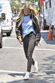 Sofia-Richie-out-in-New-York--13.jpg