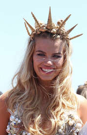 Hailey-Clauson--34th-Annual-Mermaid-Parade--05.jpg