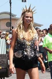Hailey-Clauson--34th-Annual-Mermaid-Parade--07.jpg