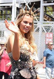 Hailey-Clauson--34th-Annual-Mermaid-Parade--09.jpg