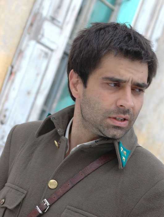 Cansel Elcin earned a  million dollar salary, leaving the net worth at 1 million in 2017