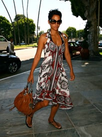 Preppie_-_Halle_Berry_at_a_hotel_in_Beverly_Hills_-_July_27_2009_148.jpg