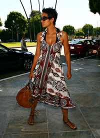 Preppie_-_Halle_Berry_at_a_hotel_in_Beverly_Hills_-_July_27_2009_937.jpg